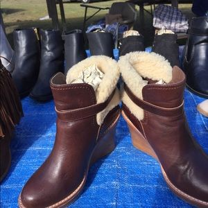 Leather and fur uggs boots
